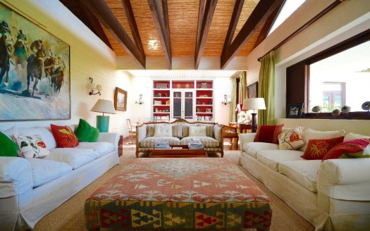 Casablanca_valley_vineyard_for_sale_living