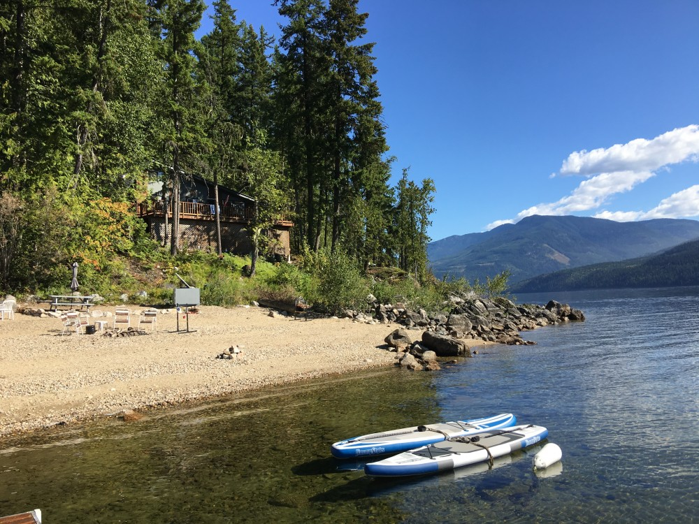 Lakefront cottage for sale in mabel lake canada for Lakes in bc with cabins
